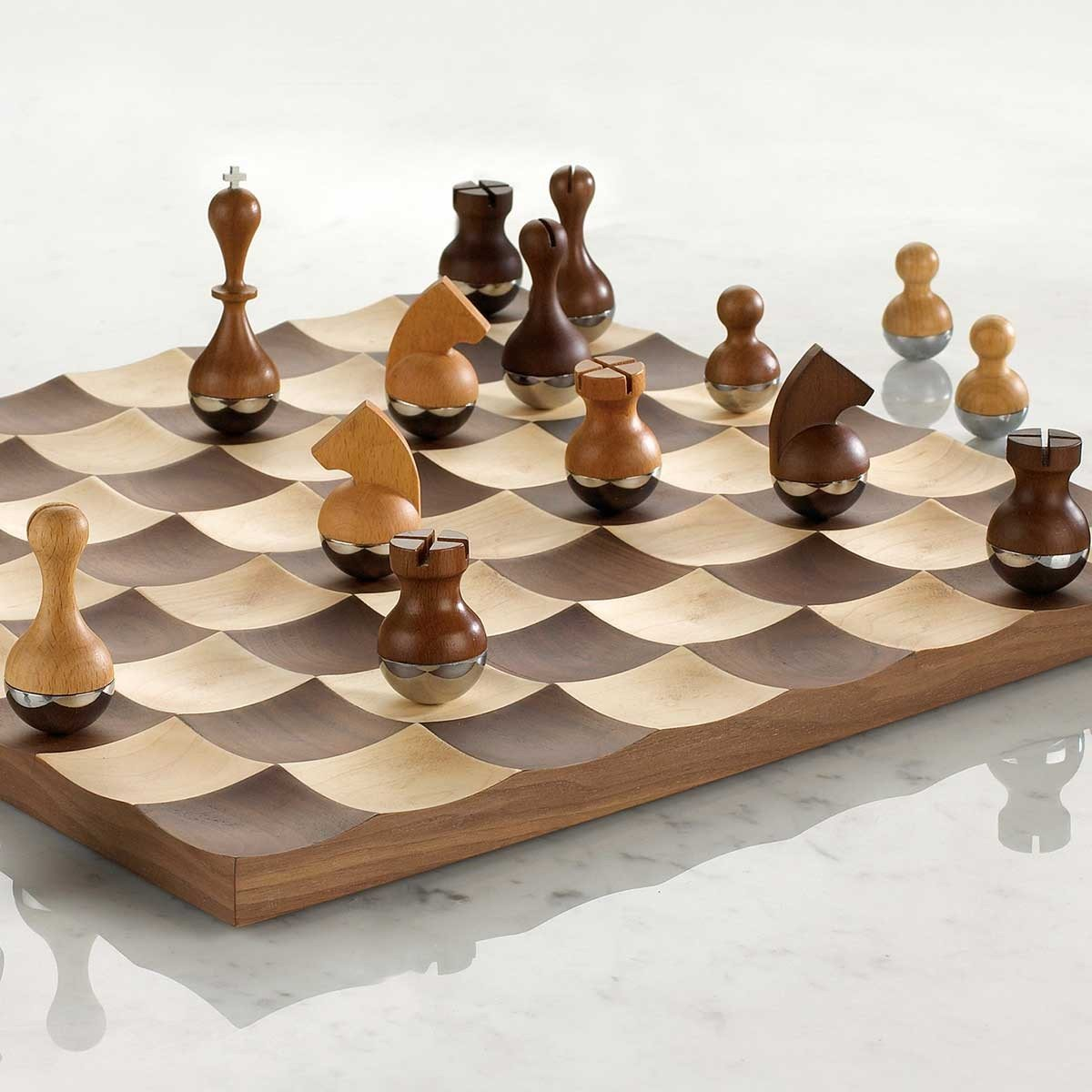 jeu d 39 checs design. Black Bedroom Furniture Sets. Home Design Ideas