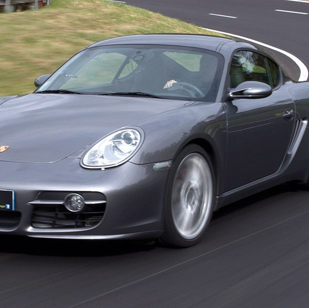 Voiture grise cayman zoom