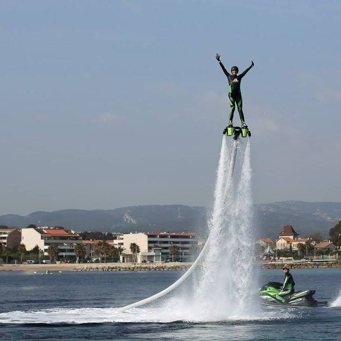Initiation au flyboard près de Marseille