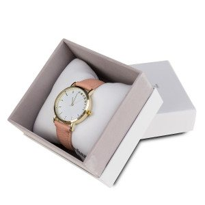 montre cacharel mise en scene